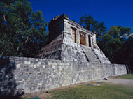 Great Ball Court North Temple at Chichen Itza - chichen itza mayan ruins,chichen itza mayan temple,mayan temple pictures,mayan ruins photos