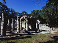 Group of 1000 Columns Ball Court at Chichen Itza - chichen itza mayan ruins,chichen itza mayan temple,mayan temple pictures,mayan ruins photos