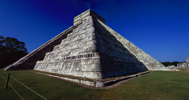 Pyramid of Kukulcan at Chichen Itza - chichen itza mayan ruins,chichen itza mayan temple,mayan temple pictures,mayan ruins photos