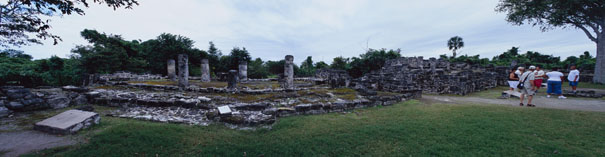 Temple of the Columns at San Gervasio Ruins - san gervasio mayan ruins,san gervasio mayan temple,mayan temple pictures,mayan ruins photos