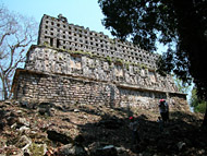 Photo tour of the Mayan Ruins at Yaxchilan - chiapas mayan ruins,chiapas mayan temple,mayan temple pictures,mayan ruins photos